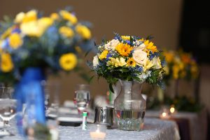 RILEY-1446-Bouquets-In-Vase-Head-Table 3